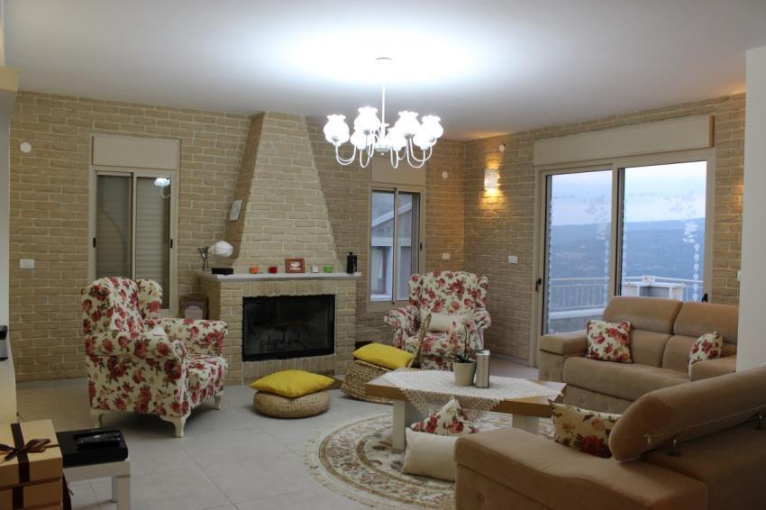חיפוי אח ועיצוב קירות בסלון